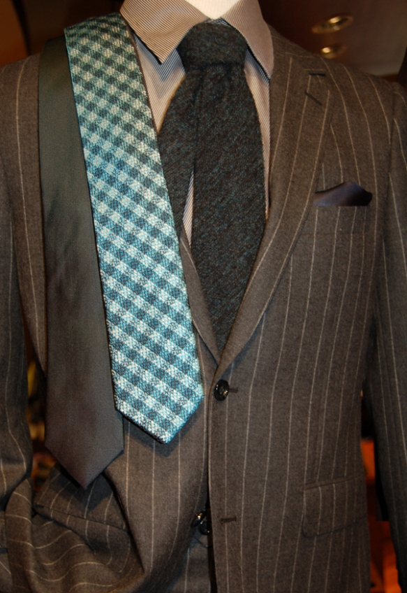 Modern fit Byron suit and neckwear